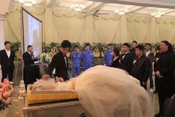 Đám cưới kiêm tang lễ của cô dâu ung thư