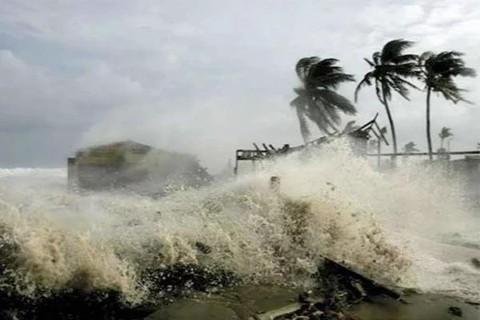 Bão số 5 suy yếu, Trung Bộ mưa lớn