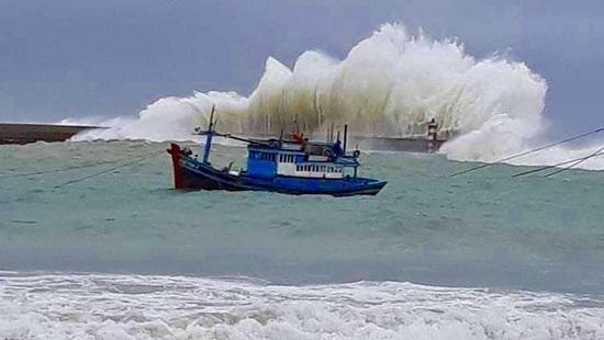 Vùng áp thấp giữa Biển Đông đang mạnh lên