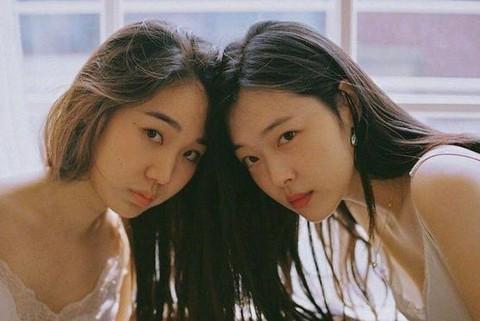 """Cặp đồng tính nữ châu Á: """"Phụ nữ yêu nhau nên không có tương lai"""""""