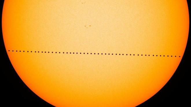 Sao Thủy đi ngang Mặt Trời, có thể quan sát được từ Trái Đất