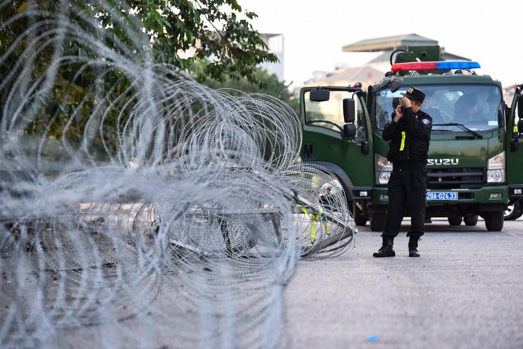 Dây thép gai, chốt an ninh tại Mỹ Đình trước trận Việt Nam - Thái Lan