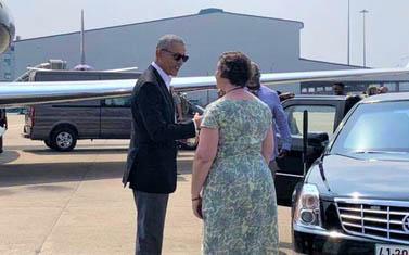 Cựu Tổng thống Obama rời TP.HCM