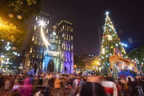 Nhà thờ ở Hà Nội lên đèn trước thềm Giáng sinh