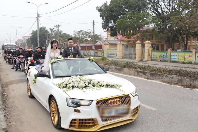 Đám cưới khủng rước dâu bằng Audi, sau là dàn xe SH
