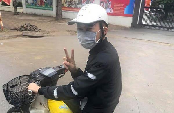 10X Yên Bái đứng dưới trời mưa rét chờ người đánh mất ví quay lại tìm