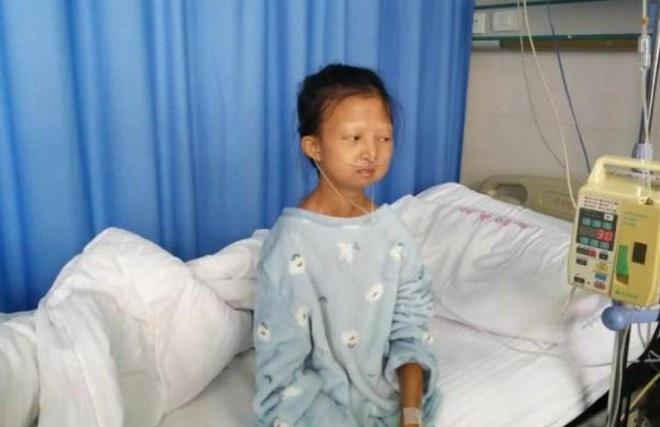 Cô gái nhịn ăn suốt 5 năm để nuôi em bị bệnh đã qua đời