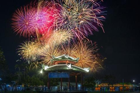 Khoảnh khắc pháo hoa chào năm mới ở cố đô Huế