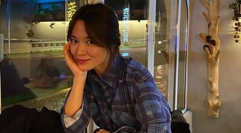 Song Hye Kyo đón năm mới vui vẻ bên bạn bè