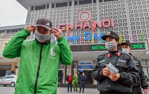 Phát 75.000 khẩu trang miễn phí cho người dân Hà Nội