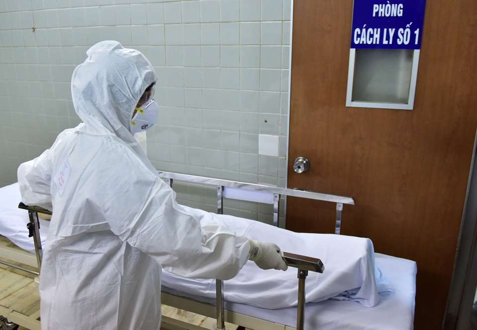 Bé 3 tháng tuổi dương tính với virus corona là ca thứ 15 tại Việt Nam