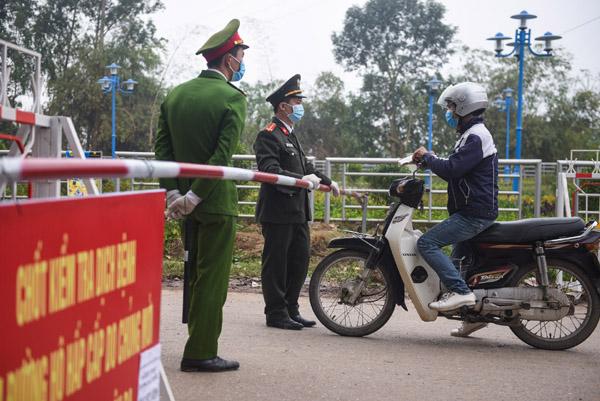 Gần 200 người rời khỏi xã Sơn Lôi trước ngày cách ly