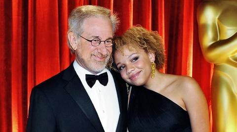 Đạo diễn Steven Spielberg xấu hổ vì con gái đóng phim khiêu dâm