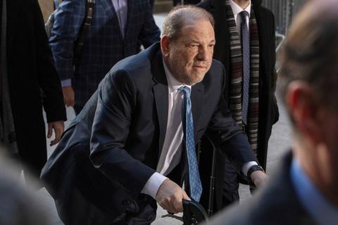 Trùm Hollywood lĩnh án tù 23 năm vì tội hiếp dâm và tấn công tình dục