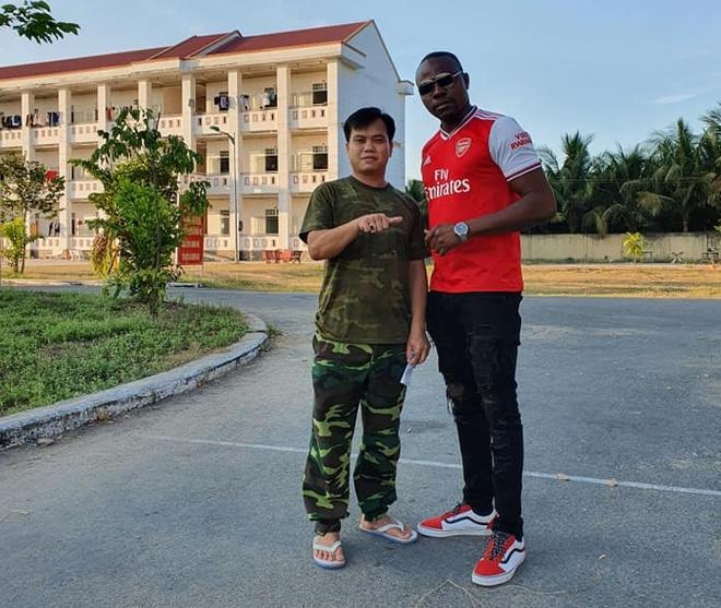 """Chàng trai Nigeria cách ly ở Cần Thơ: """"Cảm ơn lòng tốt của người Việt"""""""
