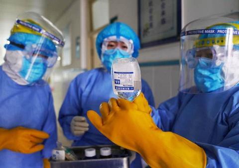 Hàng trăm y, bác sĩ về hưu và sinh viên ngành y xin đi chống dịch