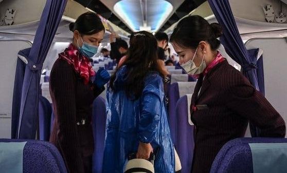 Cô gái trốn cách ly bị phát hiện 5 phút trước khi máy bay đóng cửa
