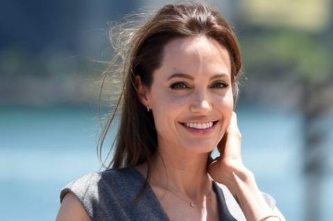 Angelina Jolie ủng hộ 1 triệu USD để giúp đỡ học sinh nội trú
