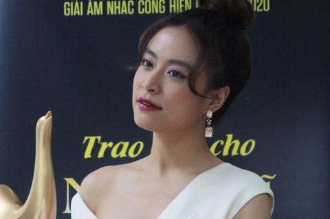 Hoàng Thùy Linh đại thắng tại giải Âm nhạc Cống hiến