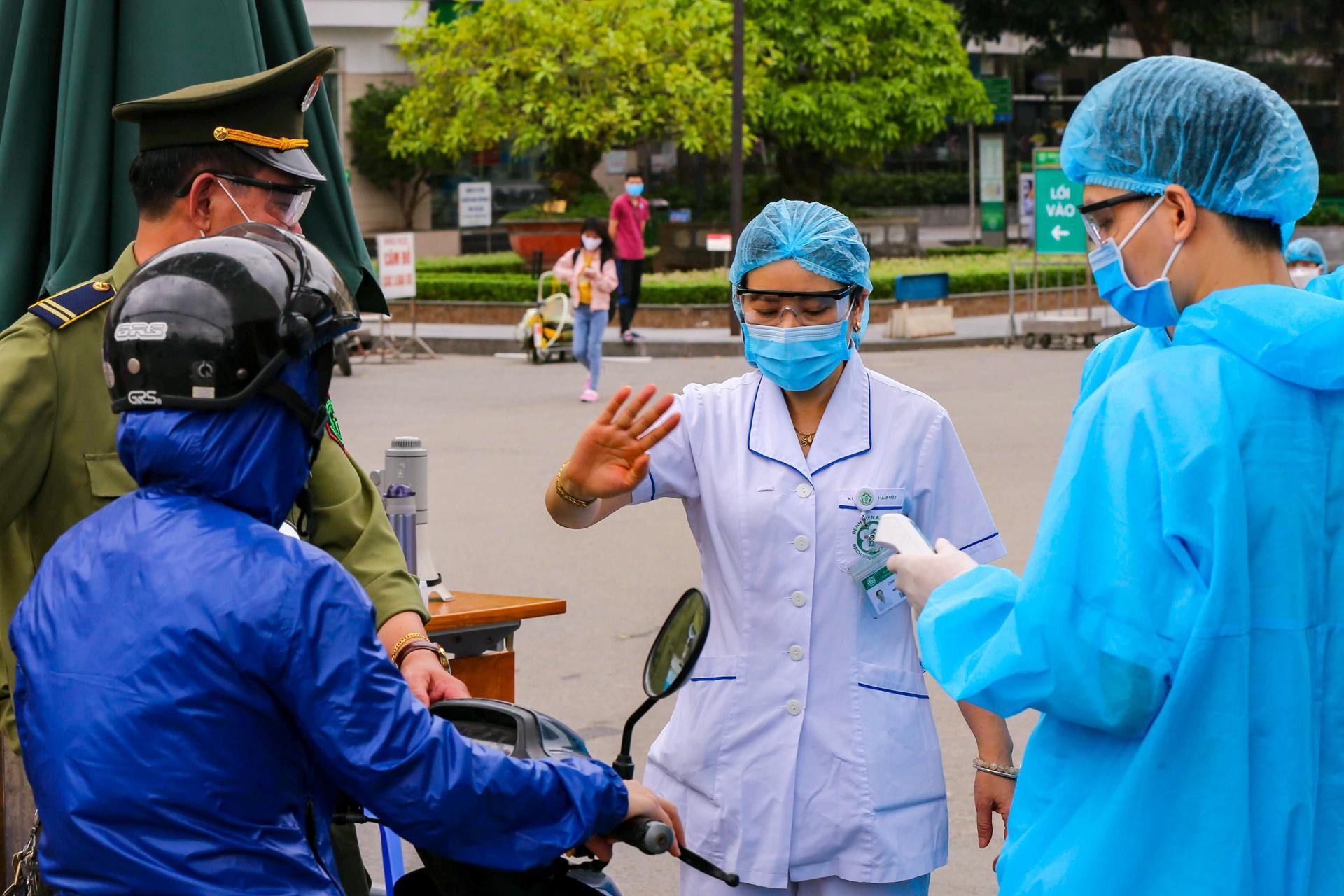 Phó thủ tướng: Dồn lực dập bằng được ổ dịch tại Bệnh viện Bạch Mai