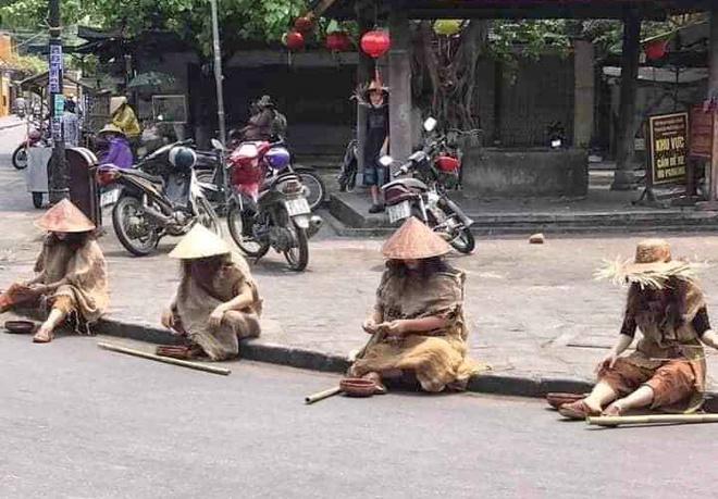 Truy tìm nhóm người tụ tập, giả ăn xin tại phố cổ Hội An