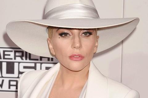 Lady Gaga quyên góp 35 triệu USD chống dịch