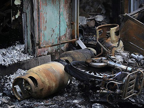 Nhân viên giao gas và con chủ nhà bị thương sau vụ phát nổ