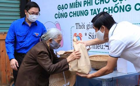 Người dân Đắk Lắk nhận 2 kg mỗi ngày từ ATM gạo