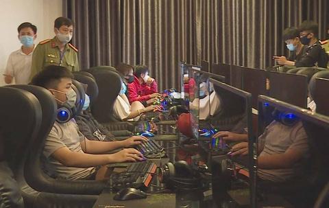 Quán Internet mở cửa cho 46 người vào chơi giữa mùa dịch