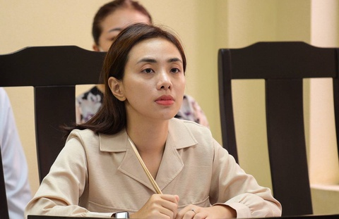 Nữ ca sĩ Miko Lan Trinh và ông bầu Hoàng Vũ ra tòa sau 7 năm
