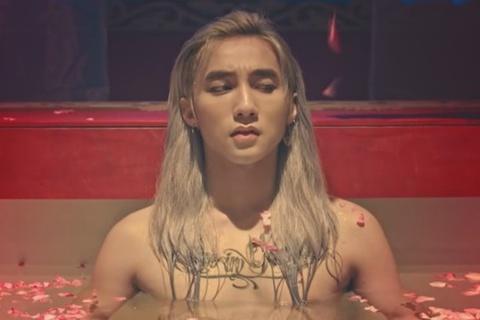 Sơn Tùng M-TP và những nam ca sĩ khoe hình thể trong MV