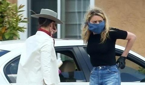 Amber Heard xuất hiện bên bạn gái sau ồn ào