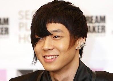 Những kiểu tóc quái dị khiến thần tượng Kpop bị chỉ trích