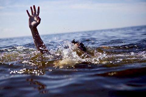 Tìm kiếm thanh niên mất tích khi tắm biển