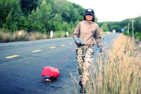 Cô gái Trà Vinh bỏ việc, đi bộ gần 2.500 km dọc Việt Nam trong 51 ngày