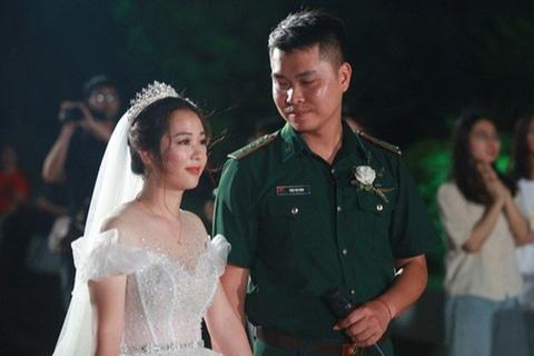 Đám cưới đặc biệt của chiến sĩ biên phòng và cô giáo mầm non mùa dịch