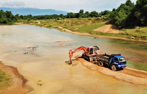 Sông bị chặn dòng khai thác cát được trả lại hiện trạng