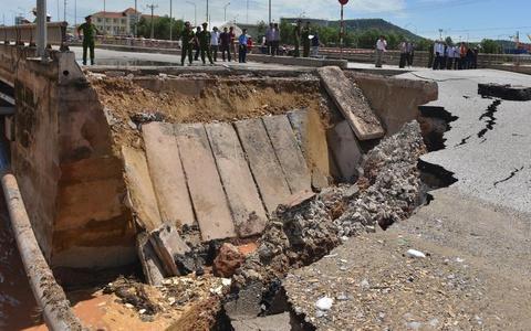 Ban bố tình trạng khẩn cấp với hàng loạt sự cố sạt lở ở Hà Nội