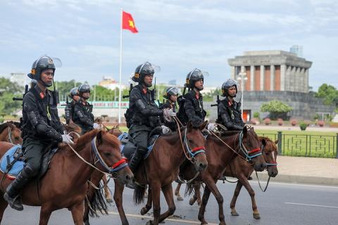 Dàn kỵ binh diễu hành trước nhà Quốc hội