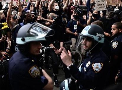 Mỗi năm cảnh sát Mỹ bắn chết khoảng 1.000 người