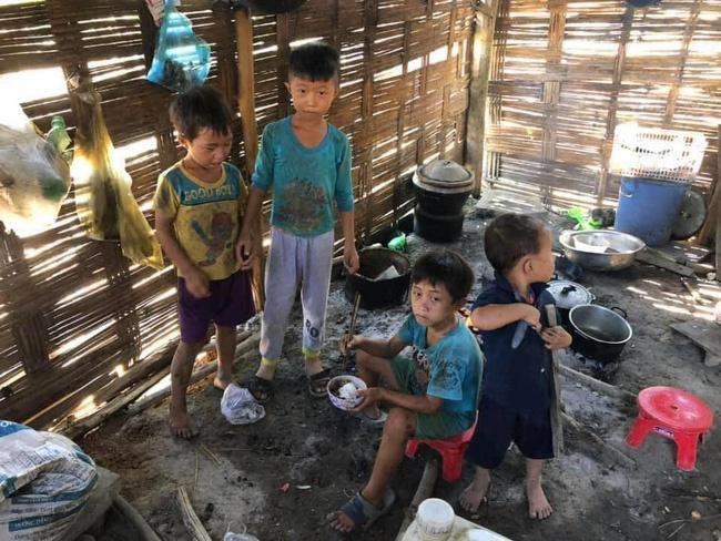 Người chụp ảnh 4 em nhỏ ăn ve sầu: Nhiều người đã liên lạc giúp các bé