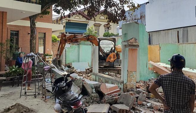 Tường sập đè chết người khi tháo dỡ nhà