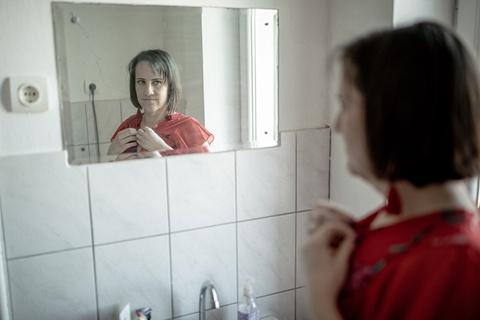 1 đời 1 giới tính - luật khiến người chuyển giới khốn khổ ở Hungary