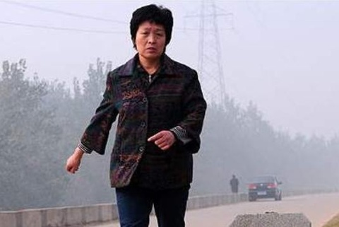 Mẹ 50 tuổi chạy 10 km mỗi ngày để cứu con trai