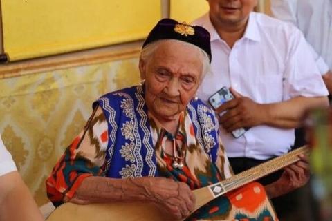 Người phụ nữ được cho già nhất thế giới đón sinh nhật tuổi 134