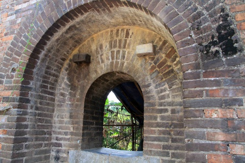 Phát lộ di tích 2 cổng gạch khi di dời dân cư Thượng Thành
