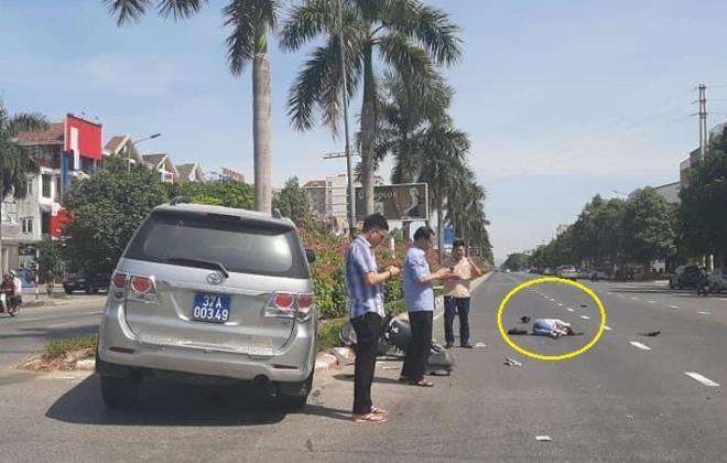 Cô gái đi xe máy điện nhập viện sau va chạm với ôtô biển xanh