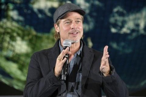 Brad Pitt, Jennifer Aniston khuyên cộng đồng mang khẩu trang