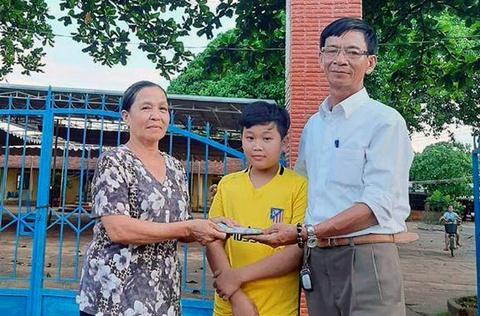 Khen thưởng học sinh lớp 5 trả lại 50 triệu đồng nhặt được