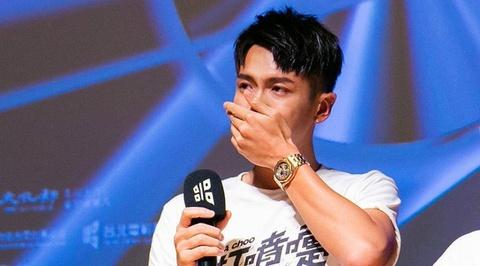 Kha Chấn Đông khóc không ngừng ở buổi ra mắt phim